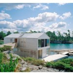 Floating house, une maison sur un lac tranquille